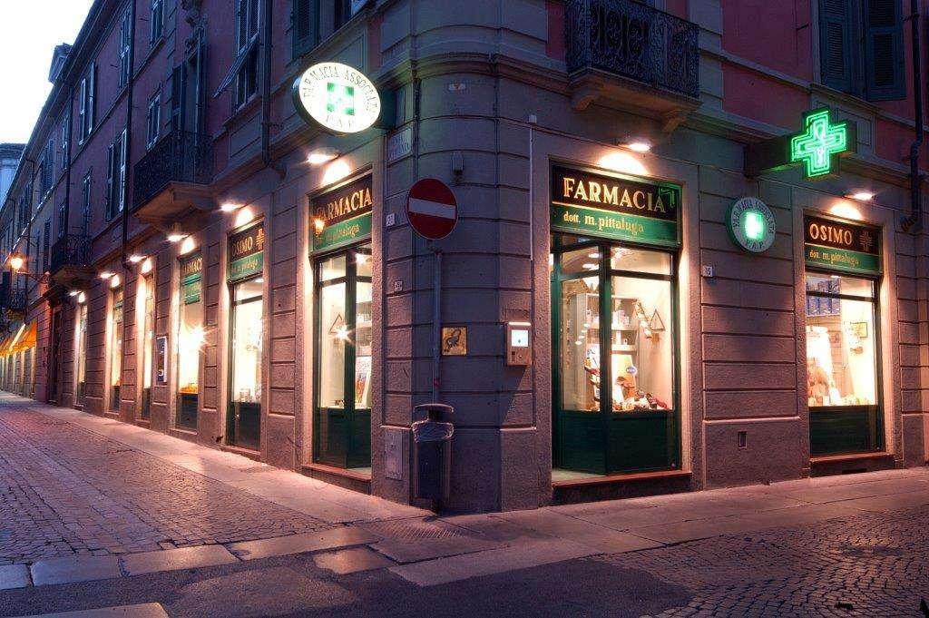 Foto-esterno-farmacia-notte